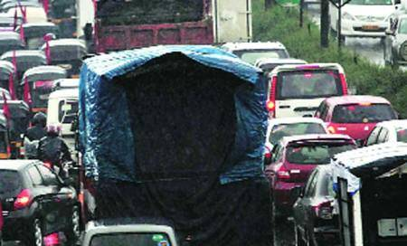 To ease congestion,heavy vehicles banned during peakhours