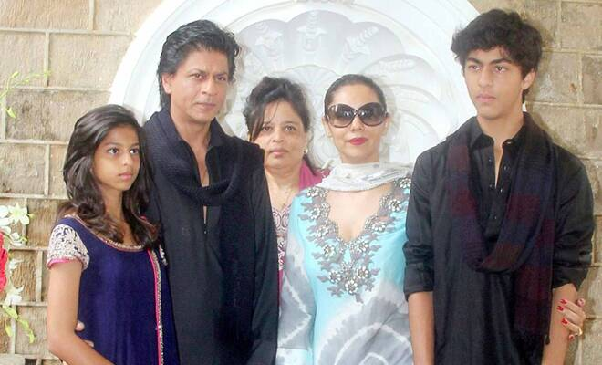 Shah Rukh Khan learns geography from daughter Suhana plays video games    Shahrukh Khan Kids Age