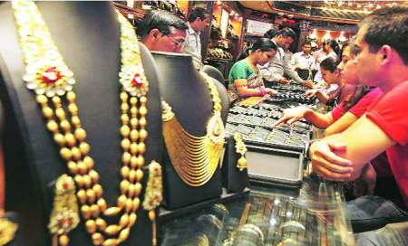 Dhanteras: Gold loses glitter,customers settle forsilver