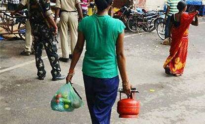 Sale of 5-kg LPG cylinders allowed at petrol pumps across India