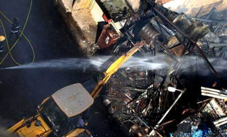 Major fire breaks out at construction site inMumbai