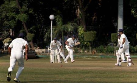 Virender Sehwag flops again,Delhi194/8