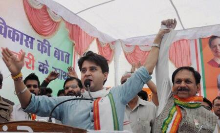 Madhya Pradesh Assembly polls: As MP votes on Monday,it's Scindia vsChouhan