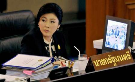 Thai premier Yingluck Shinawatra survives no-confidence vote