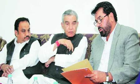 Day before MC meet,Cong announces populist agenda items; Oppn cries foul