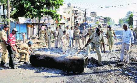 Violence in Maharashtra as deadlock over sugar MSP continues,farmers begin bandh