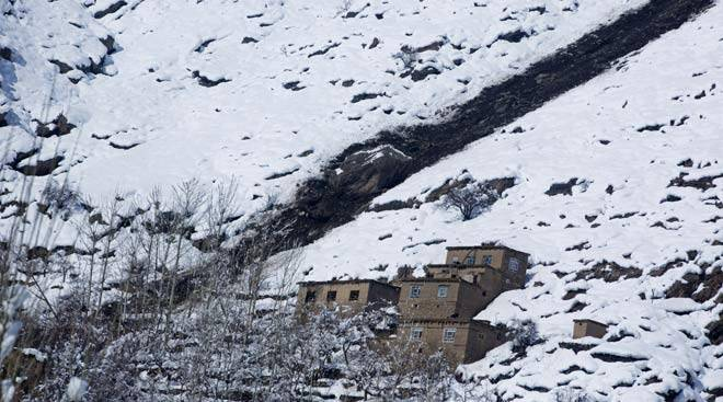 Heavy winter snow results in Afghanistan avalanche