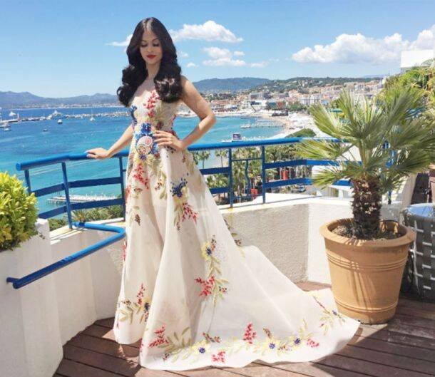aishwarya rai bachchan, #aishwaryaatcannes, cannes 2017 aishwarya pics, aishwarya rai pics, aishwarya rai bachchan cannes, aishwarya rai cannes, aishwarya rai bachchan red carpet, aishwarya rai bachchan 2017, aishwarya rai cannes 2017 red carpet, aishwarya rai cannes photos, aishwarya rai bachchan cannes photos, indian express, indian express news, indian express fashion, indian express lifestyle