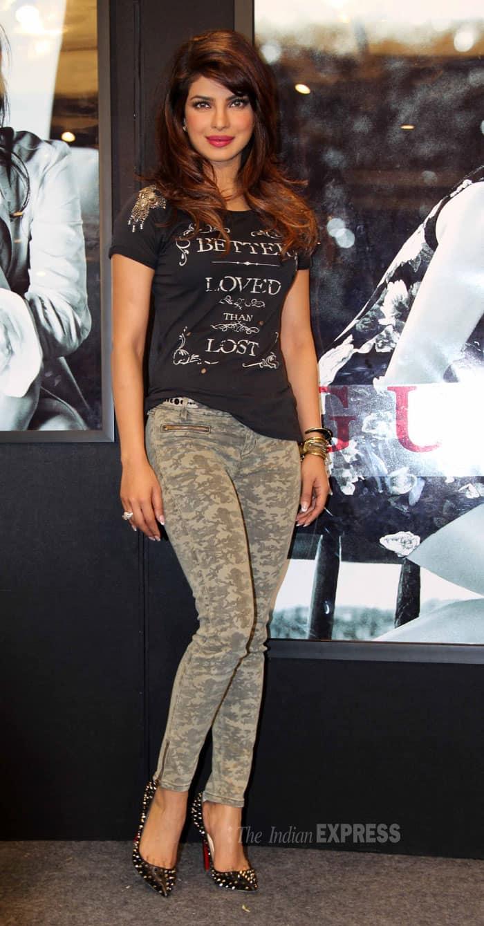 Tamannah bhatia hot thighs show in romance dance - 2 4