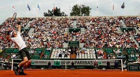 Britain's Andy Murray serves the ball to  Croatia's Ivo Karlovic during their third round match of the French Open tennis tournament at the Roland Garros stadium, Friday, May 27, 2016 in Paris. (AP Photo/Alastair Grant)