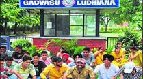 GADVASU fisheries students meet deputy CM, protest to continue