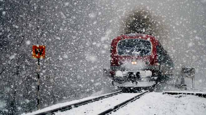 Kashmir valley receives fresh snowfall