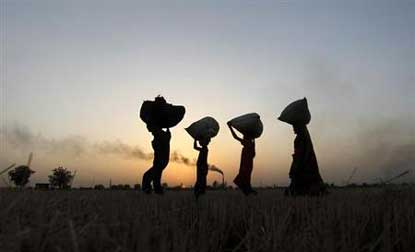 Indian economy to face challenges in 2014: StandardChartered