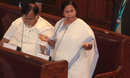 Bonhomie grows between Anna and Rahul over support to LokpalBill