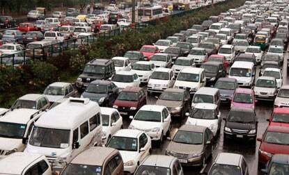India's domestic car sales dip 8 pct,motorcycles up 1.4 pct in November,2013:SIAM