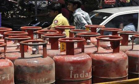 LPG price hiked by Rs 3.46 per cylinder due to increase in dealers'commission