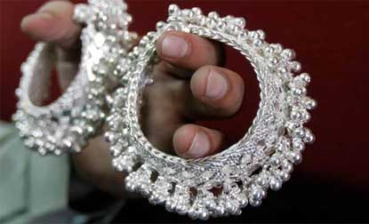 Gold price slips Rs 30,silver price jumps Rs 830 on fresh buying,globalcues