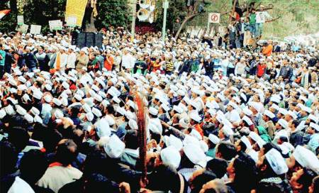 Don't feel suffocated,join our ranks,Kejriwal tells Cong,BJPdissenters