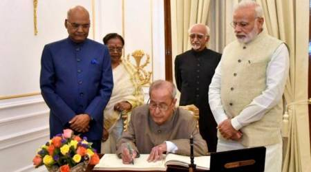 President Pranab Mukherjee not in favour of two executives: Hamid Ansari