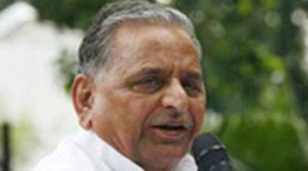 JD(U) leaders meet Mulayam, ask him to 'project Nitish as Janata Parivar CM face'