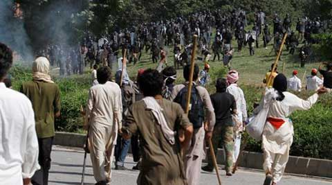 Clashes resume in Islamabad as pressure mounts on Pak PM Nawaz Sharif to resign