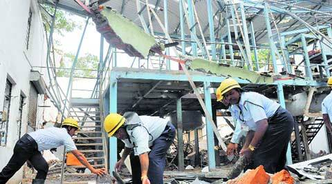 1 killed after factory roof caves in