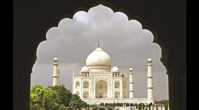 taj mahal, taj mahal agra, agra taj mahal, taj mahal tourists, visiting hours, taj mahal visiting hours, supreme court, asi, Archaeological Survey of India, seven wonder, crowd management, taj mahal crowd, taj mahal crowd management, indian express news, india news