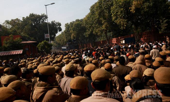 Defying prohibitory orders in force in the high-security area near the seat of power, Kejriwal accompanied by six of his ministers attempted to go to North Block housing the Home Ministry to lodge their protest. <br /> Police tries to stop Delhi Chief Minister Arvind Kejriwal's car. (IE Photo: Renuka Puri)