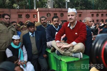 Day 1: Arvind Kejriwal, Delhi Ministers hold dharna outside Rail Bhavan