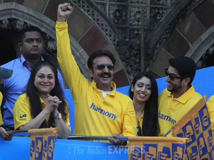 Aftab Shivdasani and girlfriend Nin along with Tina Ambani and Gulshan Grover cheer the crowd.. (IE Photo: Dilip Kagda)
