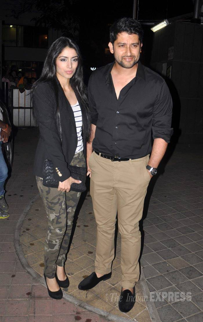 'Grand Masti' actor Aftab Shivdasani was smart in a black shirt and chinos as he arrived with girlfriend Nin. (Photo: Varinder Chawla)