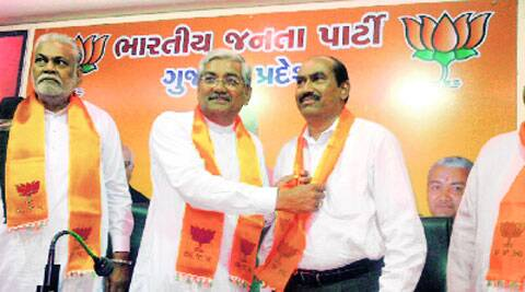 Purshottam Rupala and BJP state chief R C Faldu welcomes Bavku Undhad (right) back into the party, in Ahmedabad on Monday. (Photo: IE)