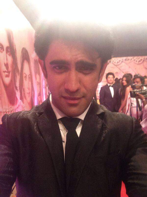 'Kai Po Che' actor Amit Sadh tries a different kind of selfie at the Life OK Screen Awards.