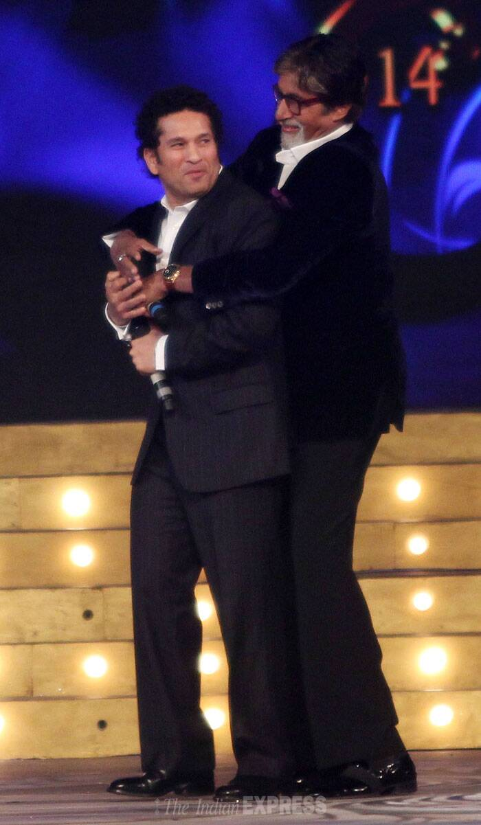 Megastar Amitabh Bachchan and Sachin Tendulkar share a light moment on the stage. (Photo: Varinder Chawla)