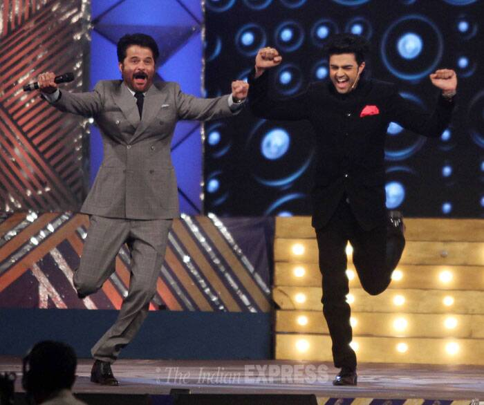 Anil Kapoor and host Manish Paul do the famous 'Ram Lakhan' step. (Photo: Varinder Chawla)