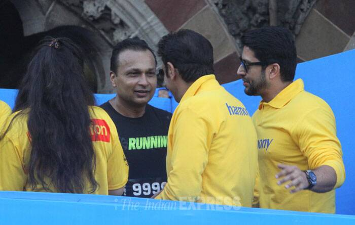 Anil Ambani in conversation with wife Tina Ambani, Gulshan Grover and Aftab Shivdasani after the marathon. (IE photo: Dilip Kagda)