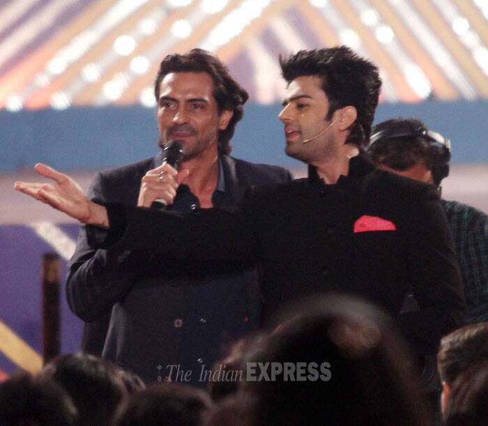 Manish Paul in conversation with Arjun Rampal. (Photo: Varinder Chawla)