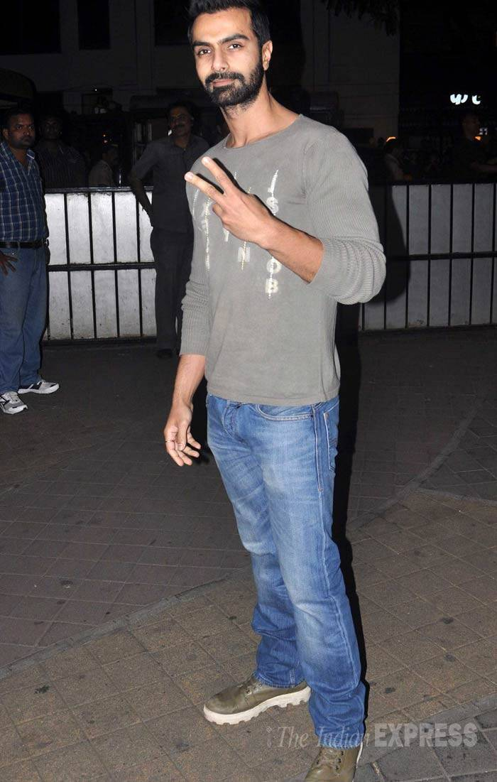 Ashmit Patel, who is also a part of 'Jai Ho' is already flsahing  a Victory sign. (Photo: Varinder Chawla)