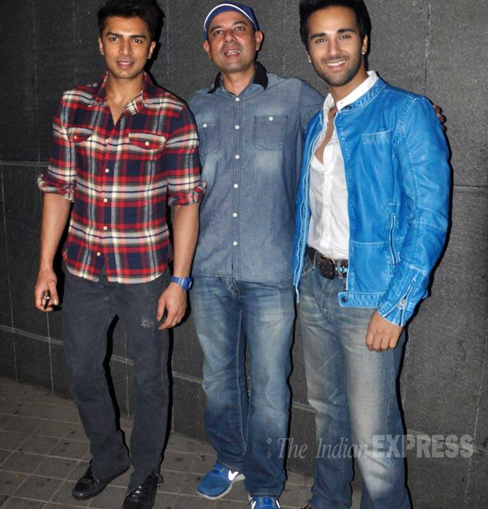 Atul Agnihotri and 'Fukrey' actor Pulkit Samrat pose for a group picture. (Photo: Varinder Chawla)
