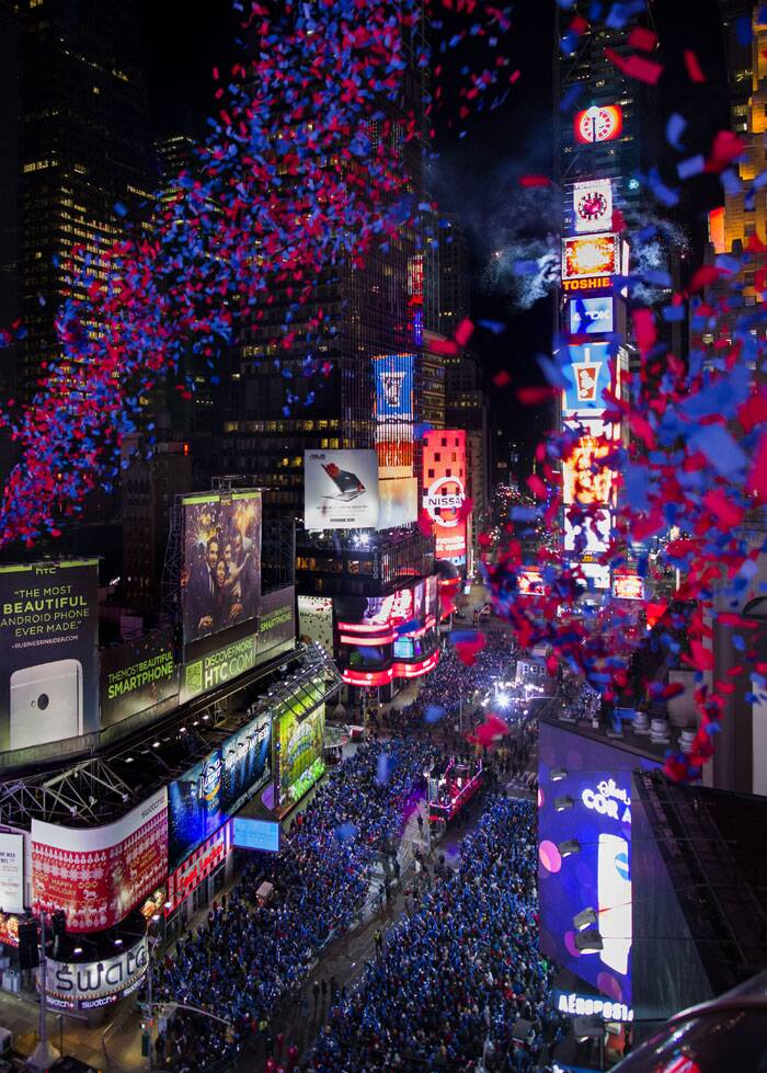 Revelers start ringing in 2014 with fireworks | Picture ...