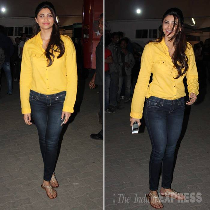 His 'Jai Ho' co-star Daisy Shah was cute in a yellow shirt and dark blue denims paired with T-strap sandals. (Photo: Varinder Chawla)