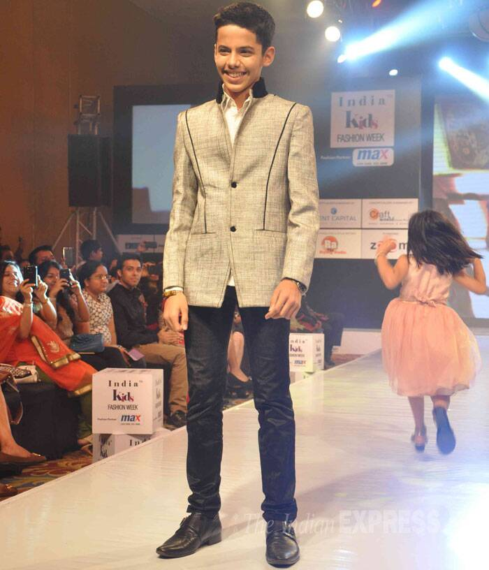 'Taare Zameen Par' actor Darsheel Safary looked super smart in formals as posed for the cameras. (Photo: Varinder Chawla)