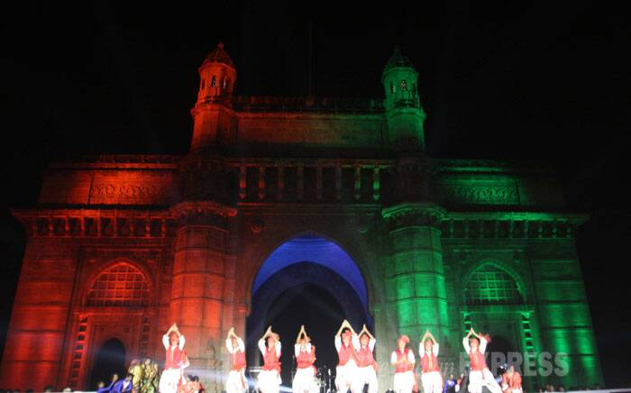 A local band perform as spectators gather to watch a light show at the Gateway of India in Mumbai. <br /> The Gateway of India is a landmark monument and a popular tourist attraction. (IE Photo: Dilip Kagda)