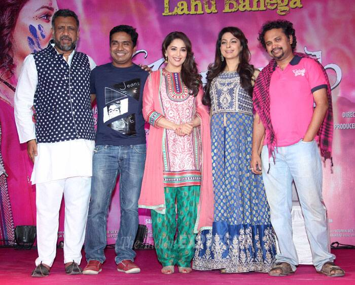 Madhuri and Juhi on stage along with producer Anubhav Sinha, Mushtaq Shiekh and Soumik Sen. (Photo: Varinder Chawla)