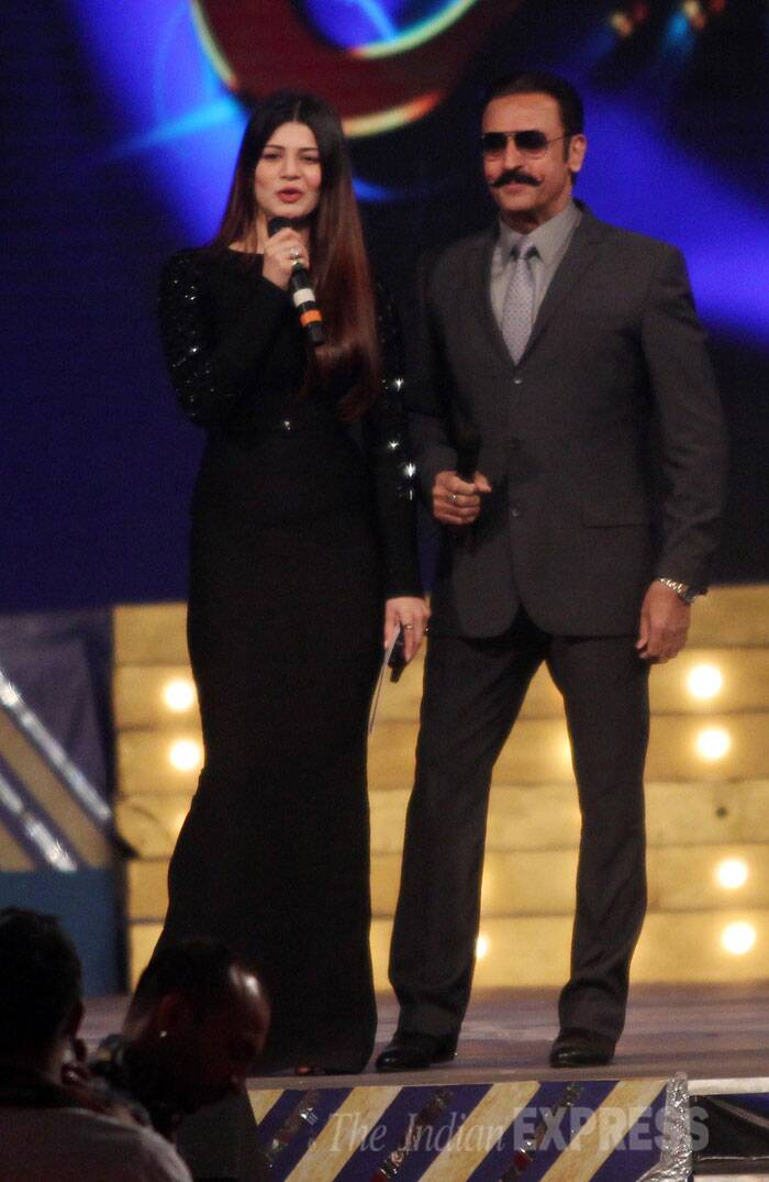 Kainaat Arora and Gulshan Grover together on the stage.(Photo: Varinder Chawla)