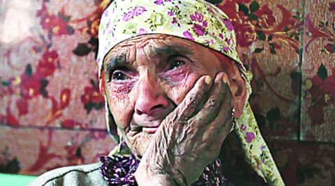 Mohammad Yousuf Malik's mother Fata Begum and Juma Khan's son Abdul Rashid. Both Malik and Khan were among five villagers killed in Pathribal on the intervening night of March 24-25, 2000. (Photo: Shuaib Masood)