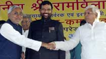 Anti-graft rider in place, Congress close to deal with Lalu,Paswan