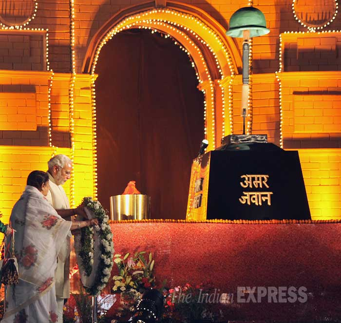 Lata Mangeshkar had sung 'Ae mere watan ke logon' in the presence of prime minister Pandit Jawaharlal Nehru at the Ramlila Maidan in New Delhi, on January 27, 1963. (IE Photo: Pradeep Kocharekar)