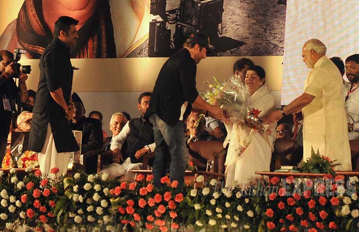 "Actors Sunny Deol and Sunil Shetty offer a bouquet to Lata Mangeshkar at the felicitation ceremony. ""I have done over 100 shows abroad and every time I have sung this song. People always request me to sing ""Ae mere watan ke logon,"" said Lata Mangeshkar. (IE Photo: Pradeep Kocharekar)"