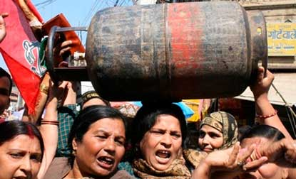 LPG price hiked by whopping Rs 220 per cylinder,get set for a dearer new year